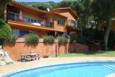 Дом в пригороде Барселоны на побережье Коста Маресме c видом на море